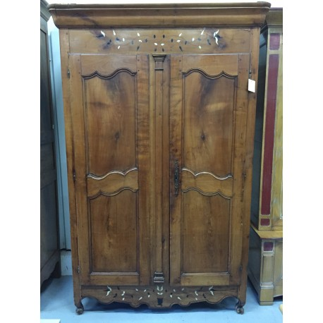 armoire ancienne merisier 2 portes troc 3000 fr jus. Black Bedroom Furniture Sets. Home Design Ideas